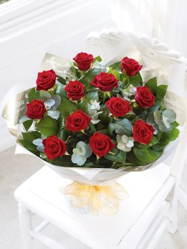 8% off romantic flowers and gifts at Interflora